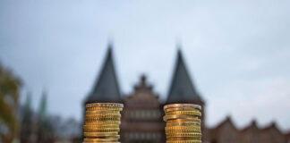 Kadry i płace: własna kadrowa czy outsourcing kadrowo płacowy